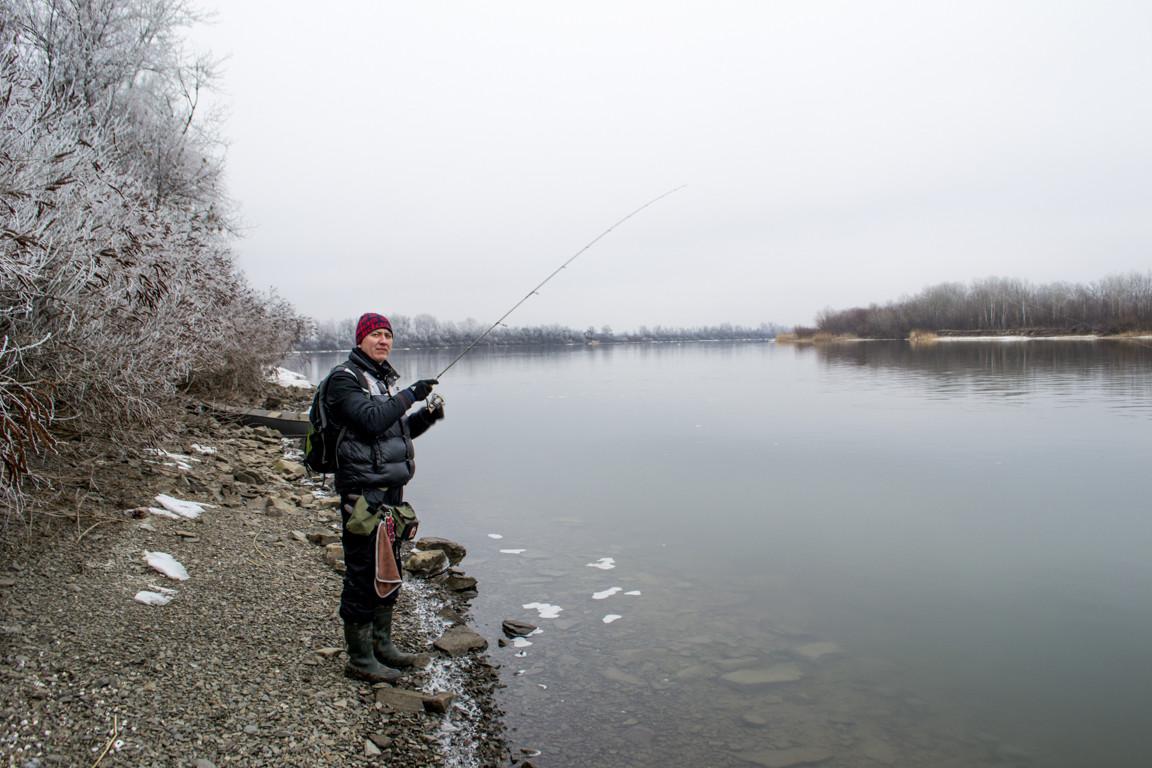 Рыбалка зимой на тёплом канале