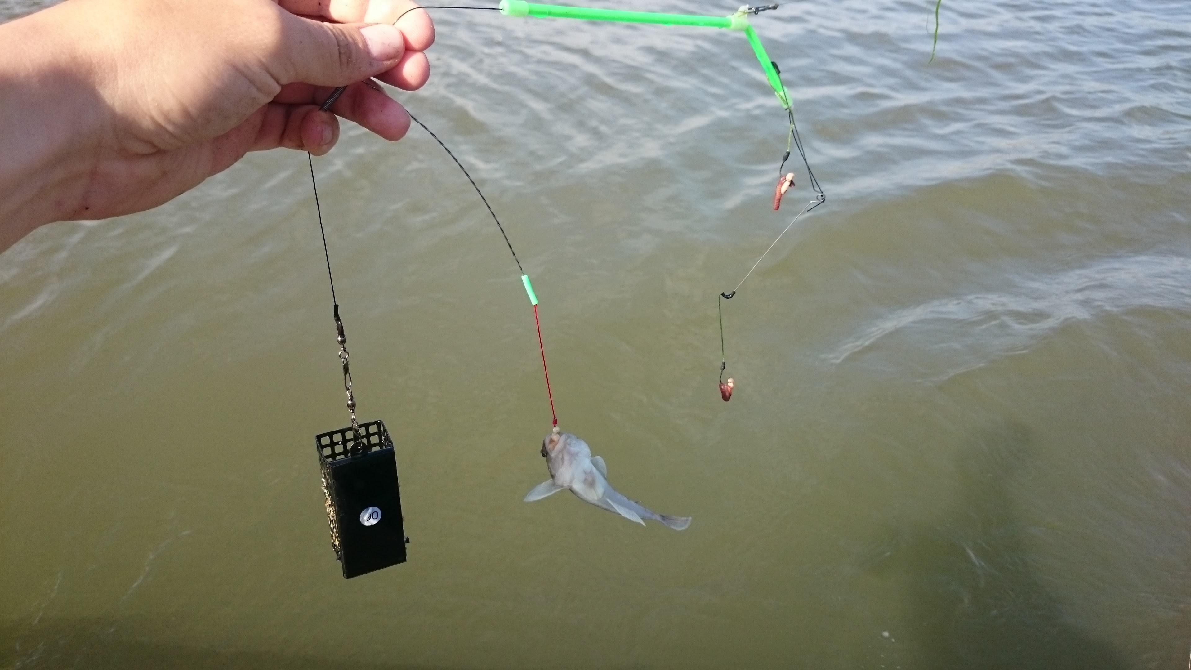 Мотовило — как и при использовании стандартной закидушки, для ловли рыбы на резинку понадобится мотовильце для транспортировки и хранения снасти.